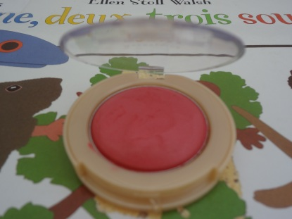 inside maybelline blush
