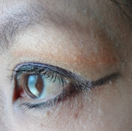 under eyeliner look