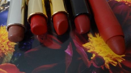 closed up red lippies