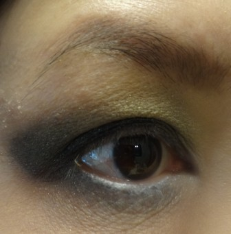 finish smoky eyes