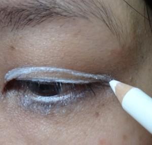 white eyeliner lids