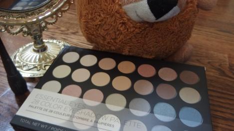 bh cosmetics 28 eyeshadows palette
