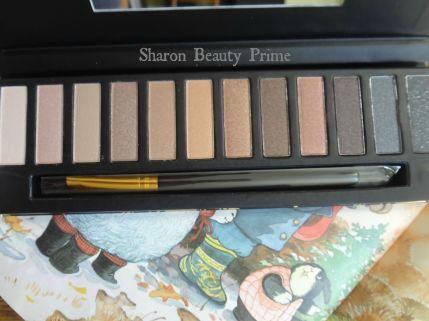 qua eyeshadow palette