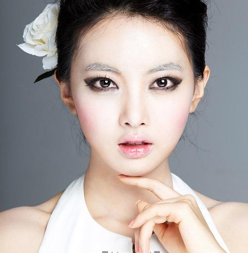 """Babes in Blogland"" Collaboration – Snow Themed/MakeupMenu"
