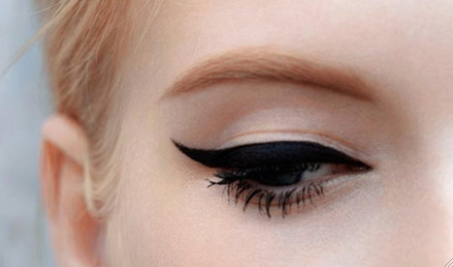 eyeliner on point