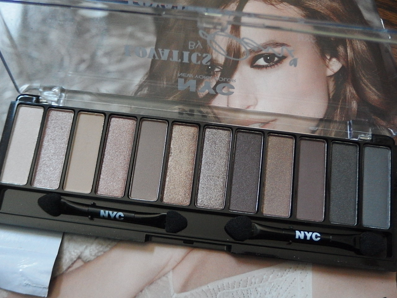Lovatics By Demi Eyeshadow Palette – Hey Sharonoox
