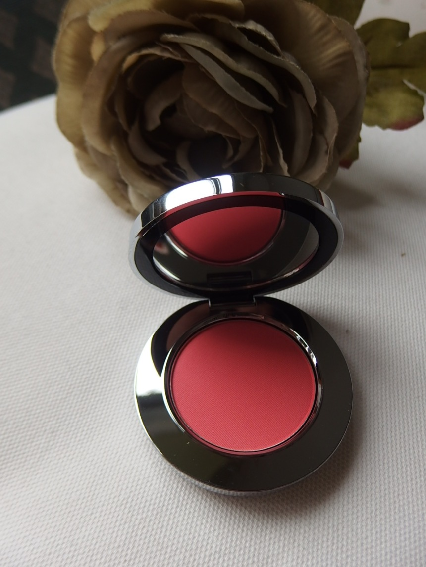 Inside packaging Rodial Blush
