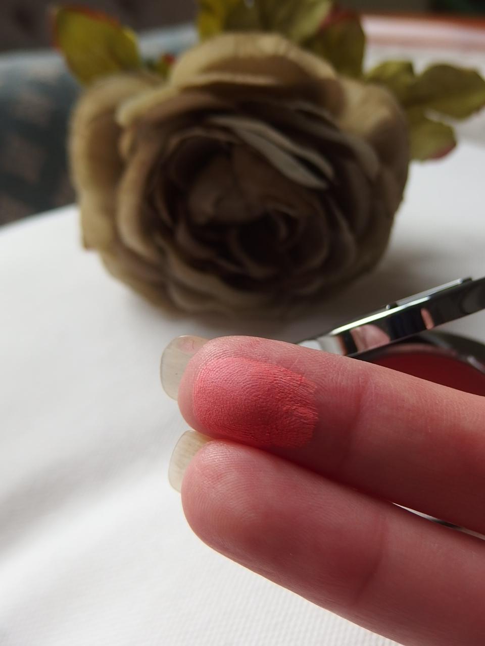 Finger blush swatch