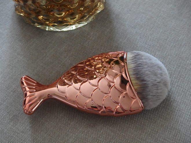 Zoe Ayla fish style brush